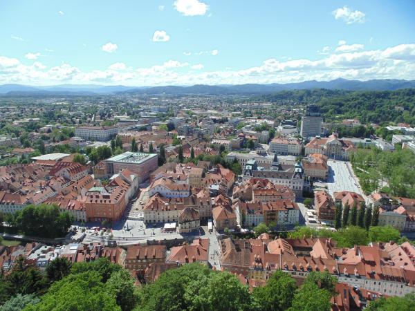 Een uitzicht op Ljubljana vanop de uitkijktoren van het Kasteel van Ljubljana