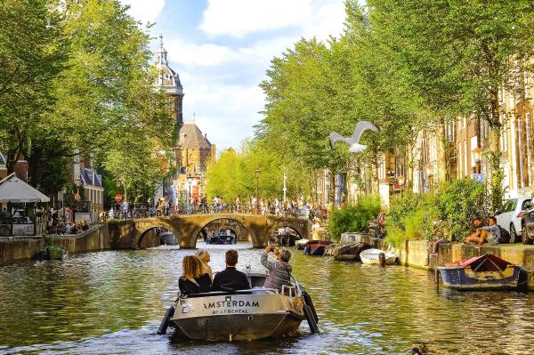 Een blik op de Amsterdamse Grachten